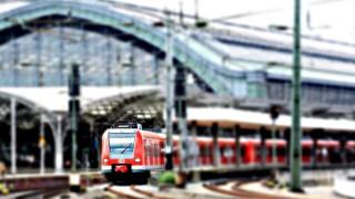 通勤時間に人身事故で電車が止まるのは嬉しい